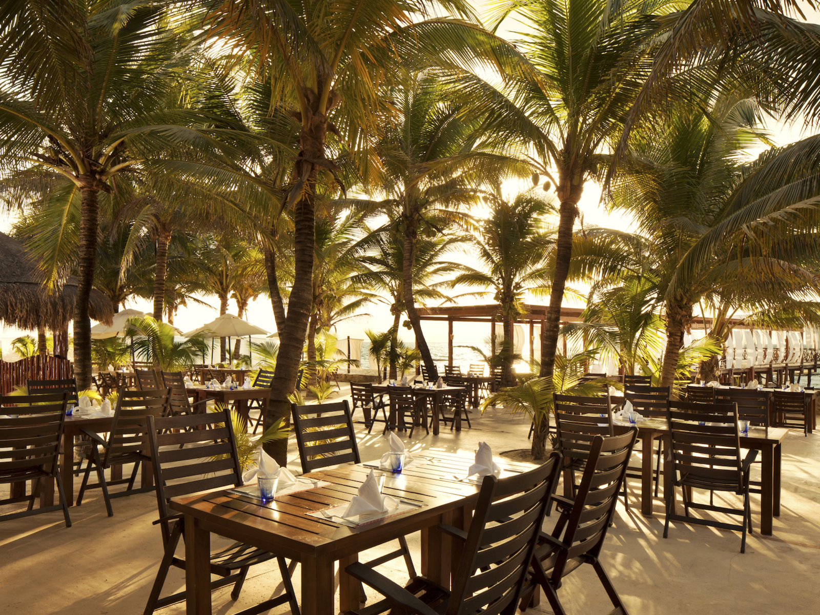 Jojo's Restaurant & Beach Bar
