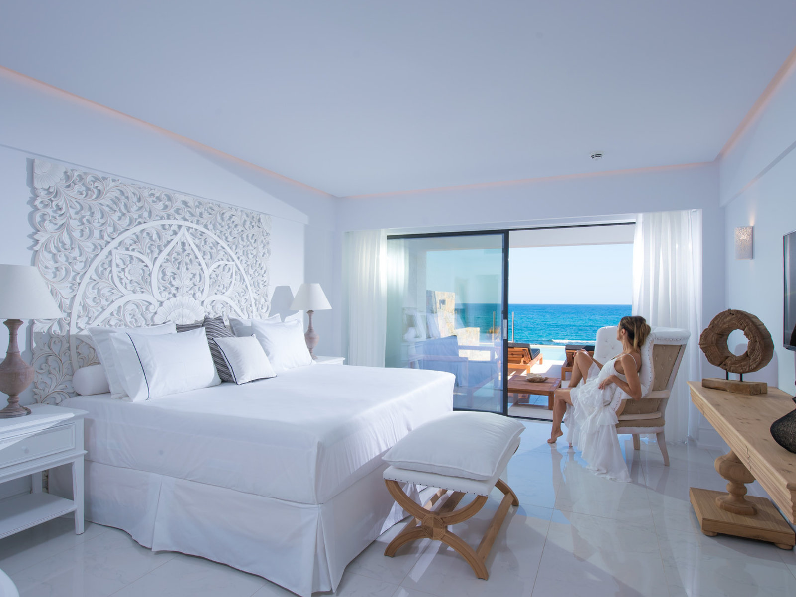 Wohnbeispiel Luxury Seafront Guestroom with Private Pool
