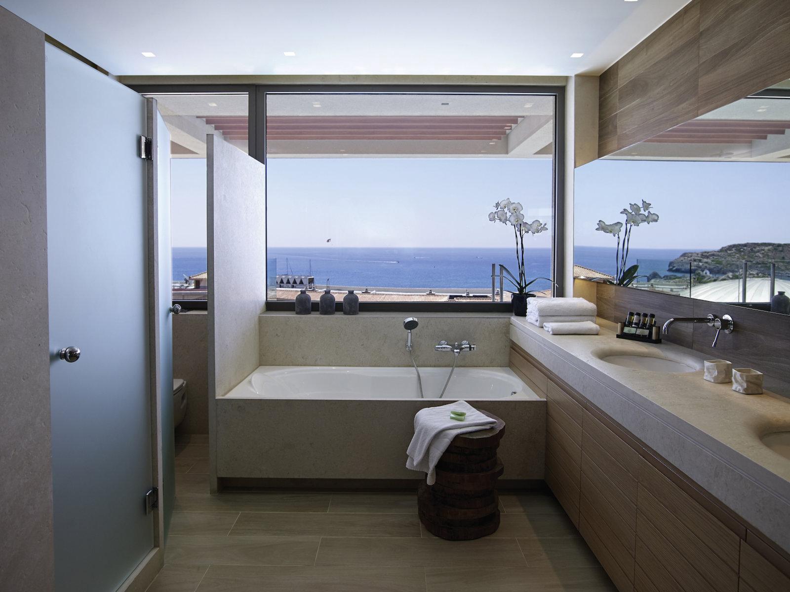 Wohnbeispiel One Bed room Suite private Pool red carpet