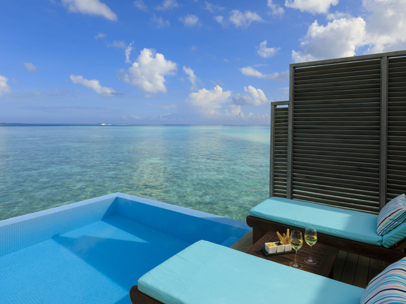 Wohnbeispiel Water Bungalow with Pool