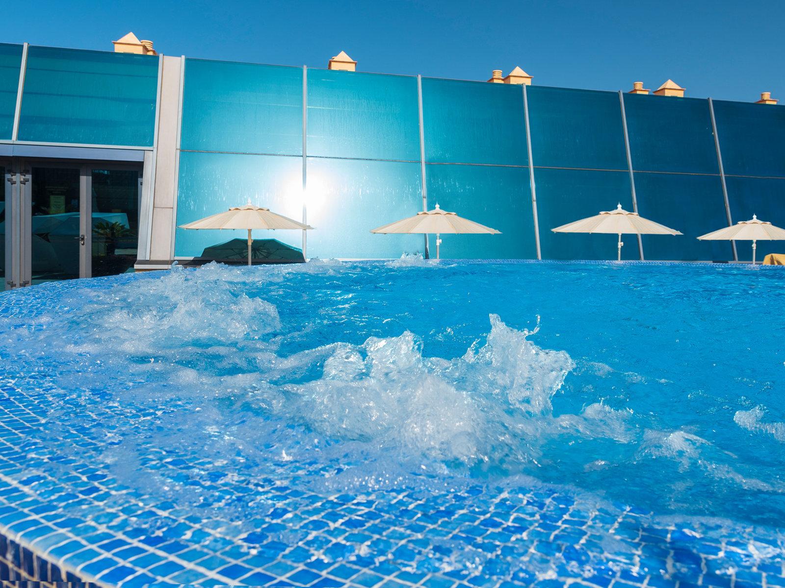 Large open air Jacuzzi & sun deck