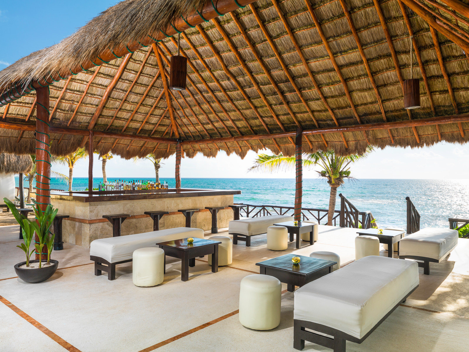 Gaviotas Seashore Bar