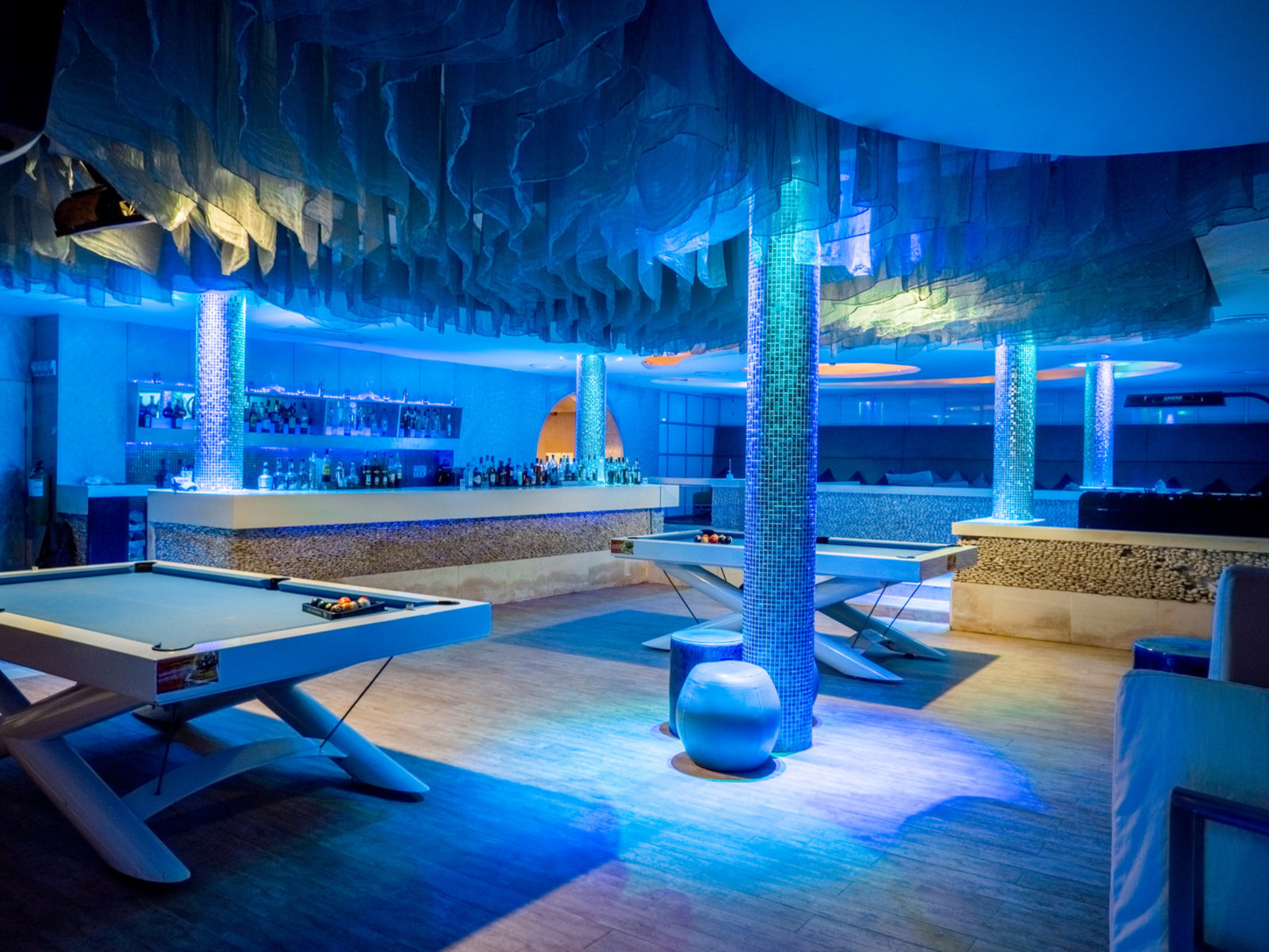 Deep Blu Bar & Lounge