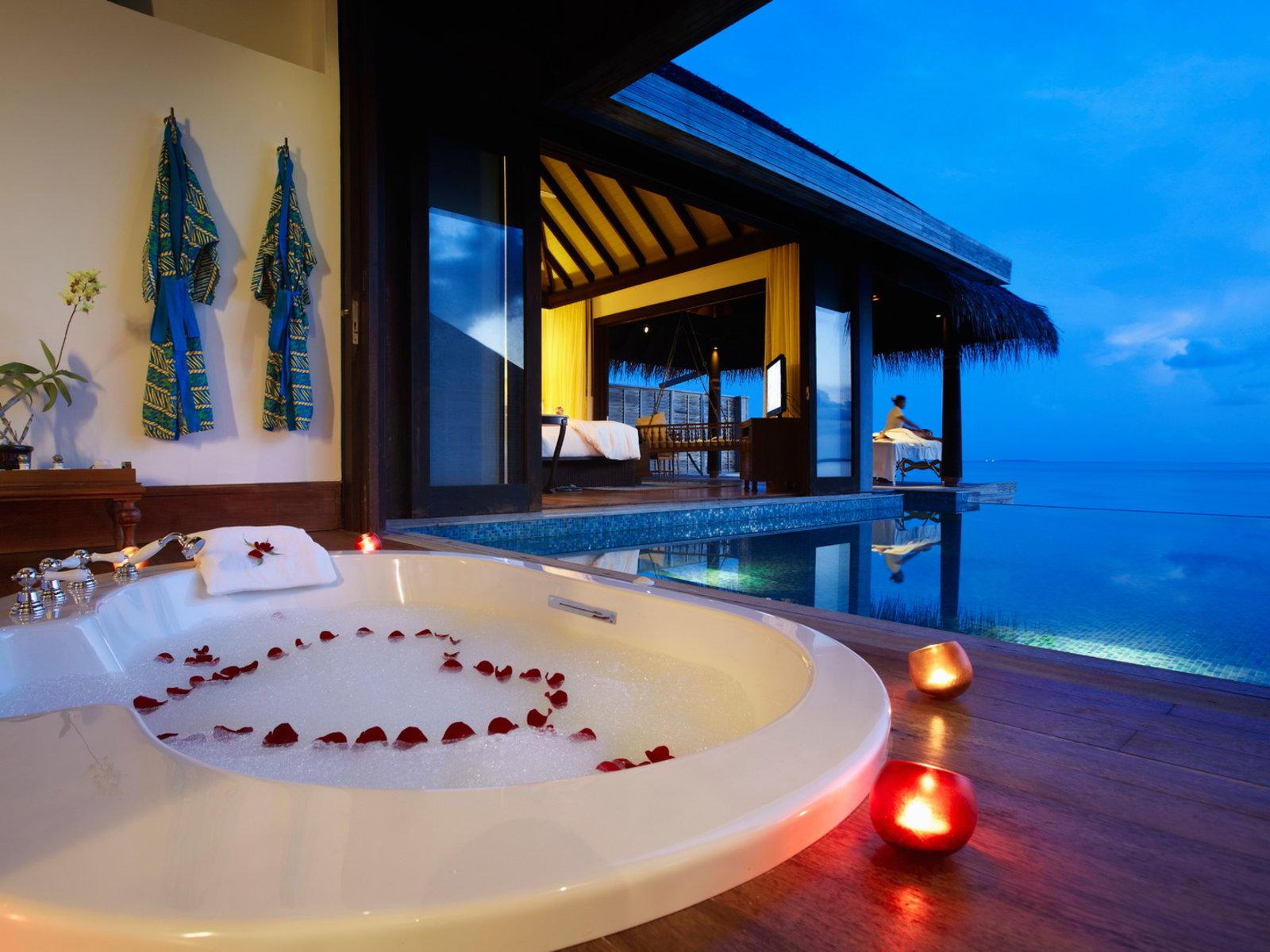 Wohnbeispiel Honeymoon/Anniversary Sunset Over Water Pool Villa