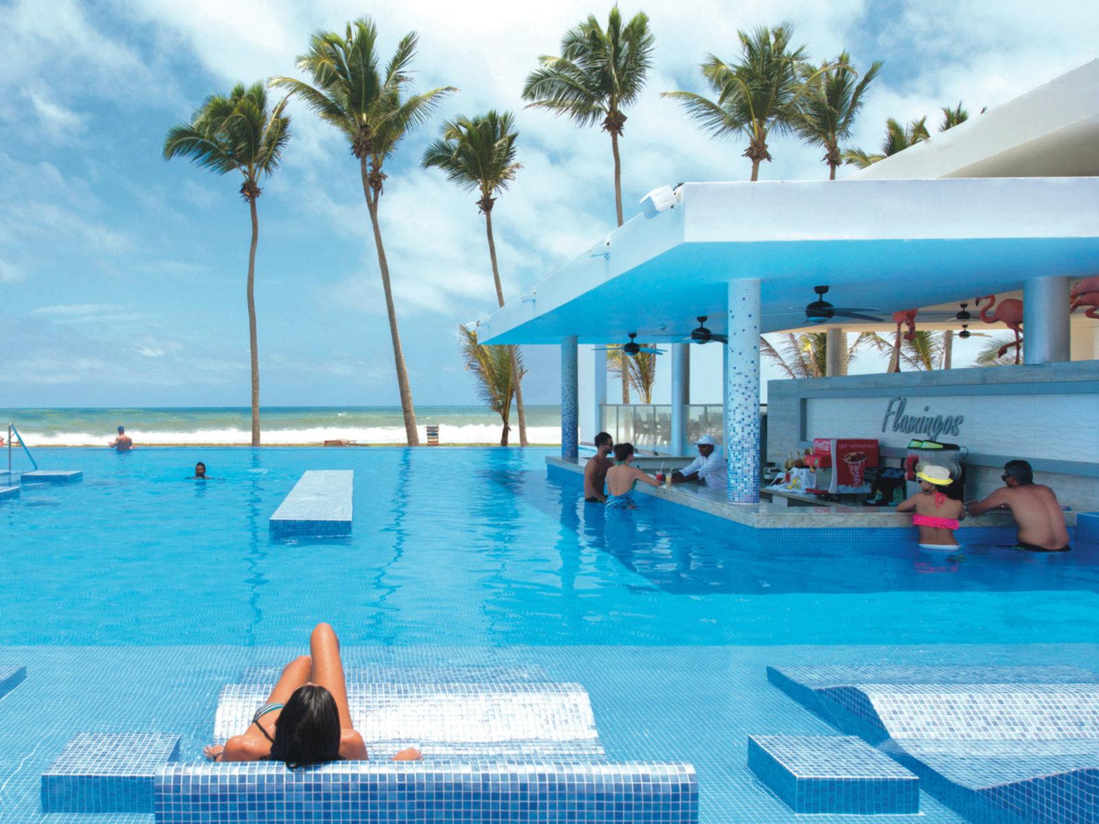 Pool mit Swim Up Bar