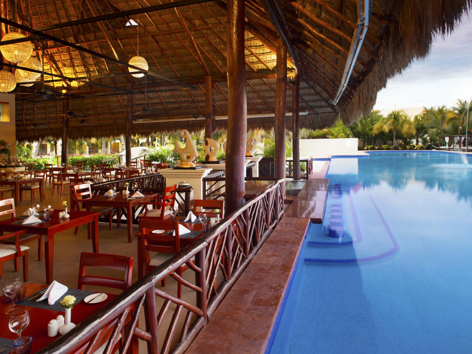 Swim Up Bar La Isla