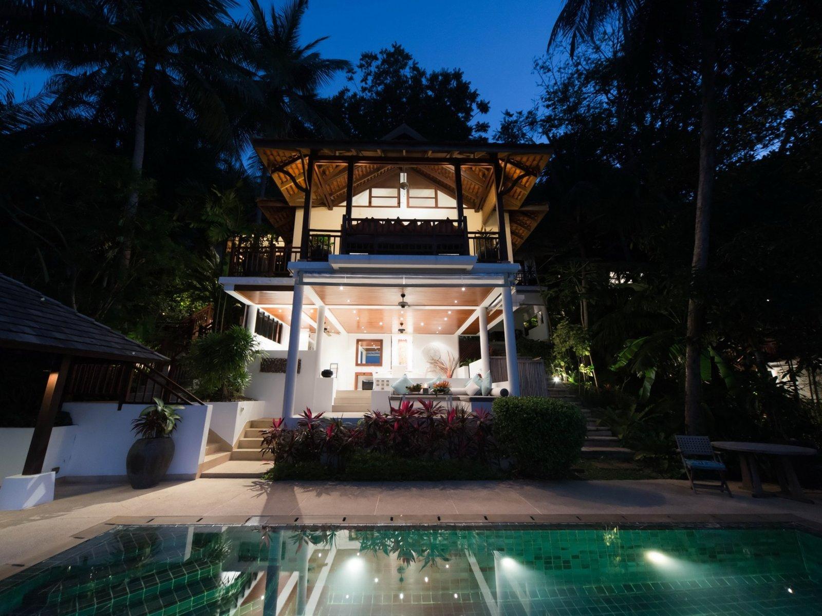 Wohnbeispiel Three Bedroom Oceanfront Pool Residence