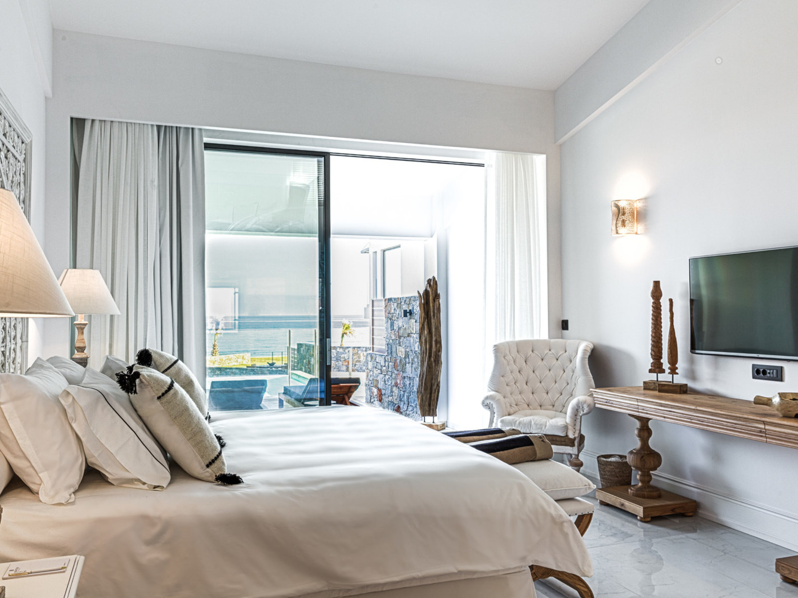 Wohnbeispiel LOFT LUXURY SEAFRONT GUESTROOM WITH PRIVATE POOL