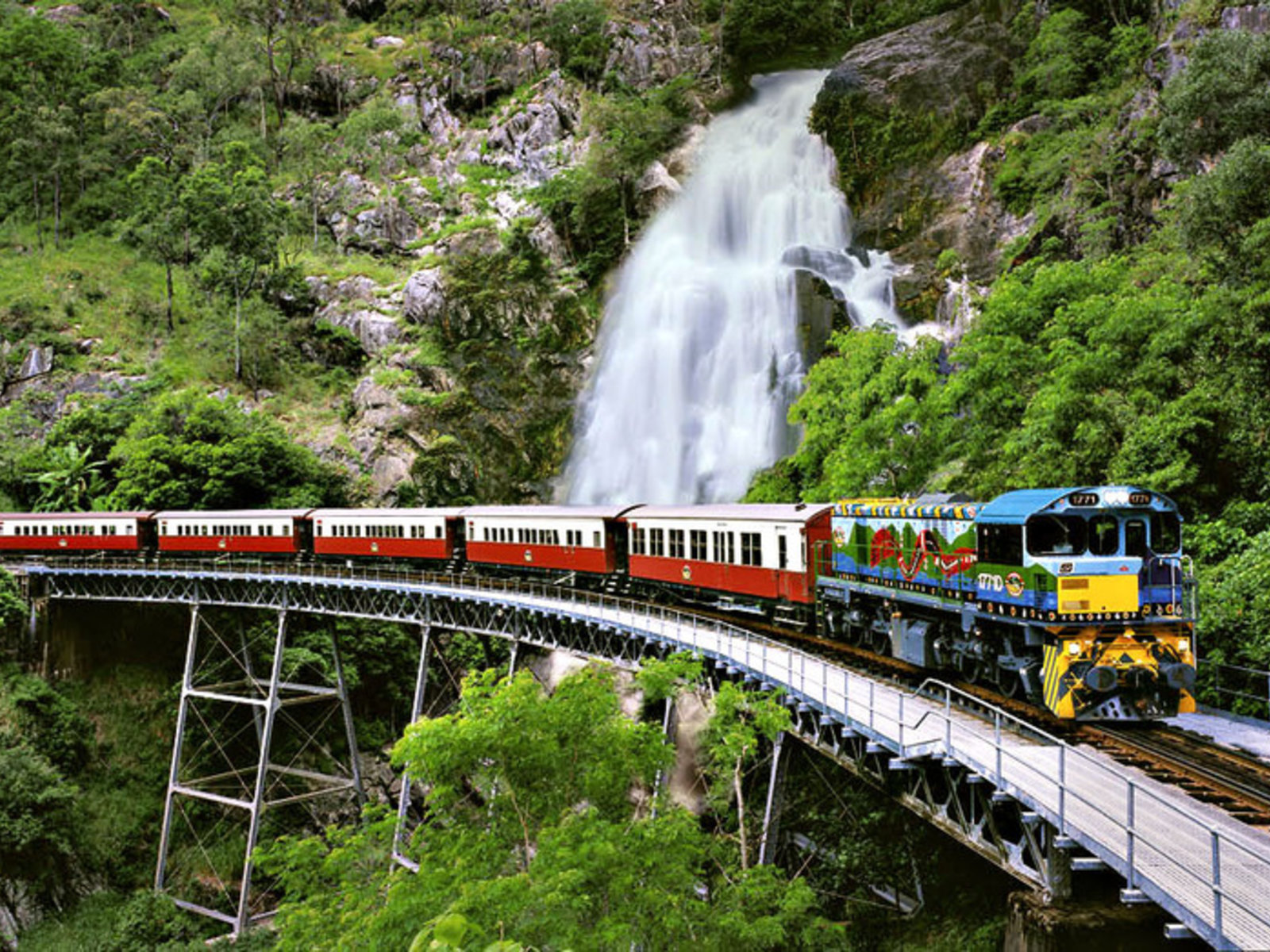 Barron Falls bei der Zugfahrt nach Kuranda