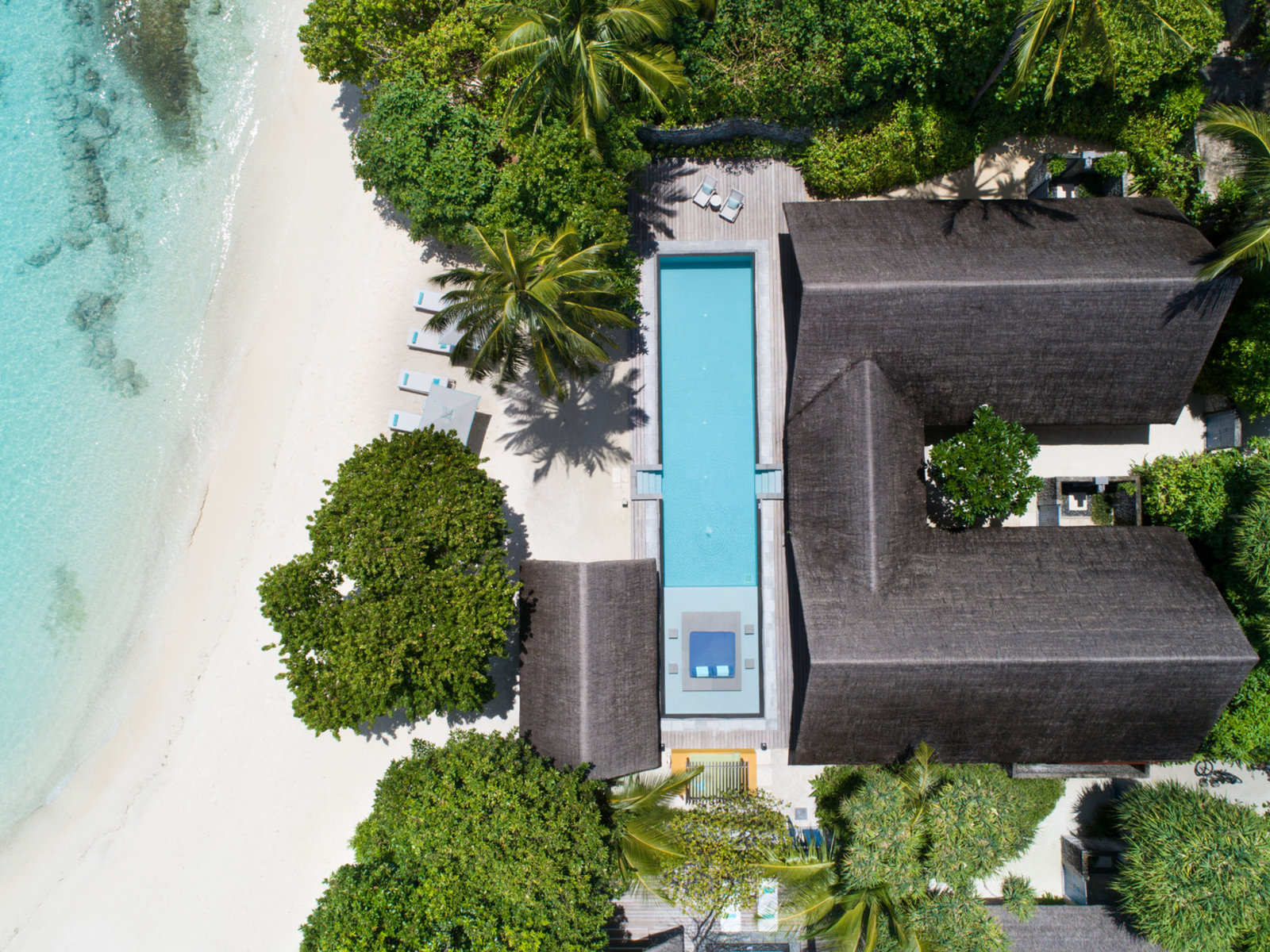 Wohnbeispiel Two Bedroom Family Beach Bungalow with Pool