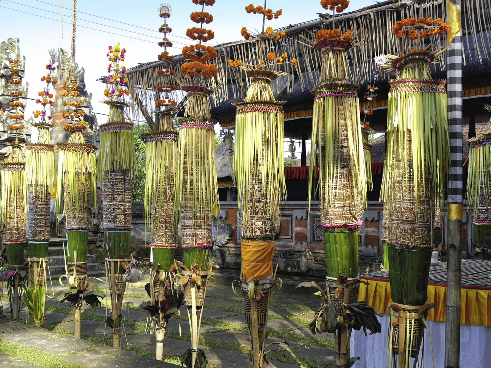 Ubud, festlich geschmückter Tempel, ©Visit Indonesia Tourism Office
