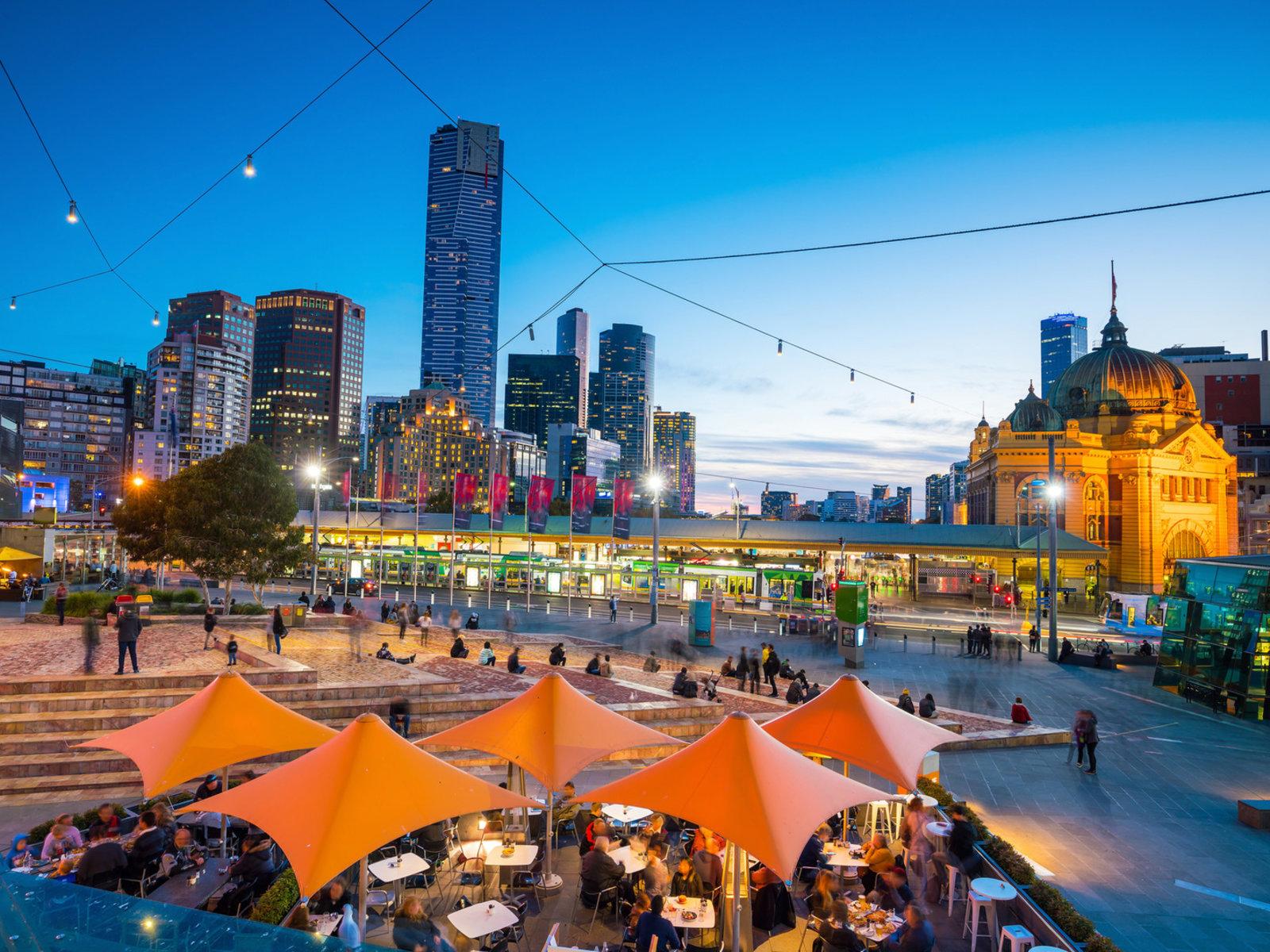 Melbourne, Skyline in der Abenddämmerung
