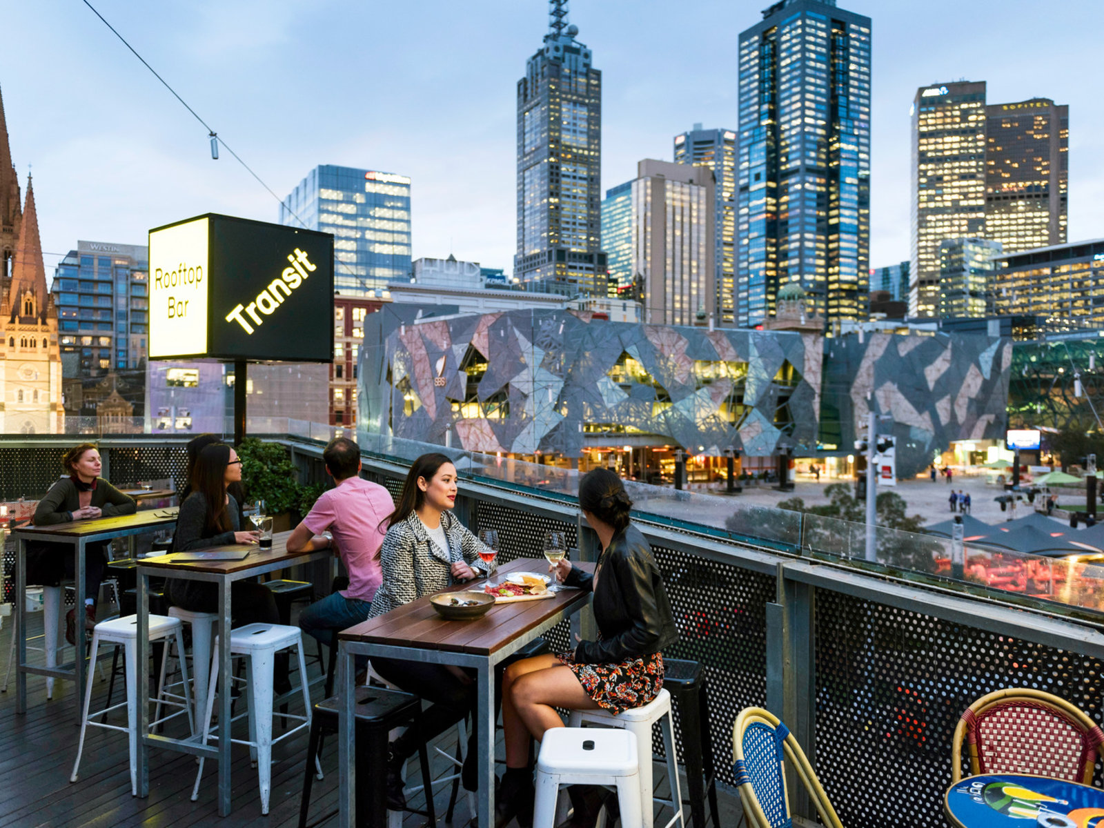 Melbourne, Transit Rooftop Bar Melbourne Laneways, Centre Place ©Tourism Australia