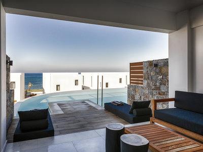 Wohnbeispiel Luxury Guestroom with Sharing Pool