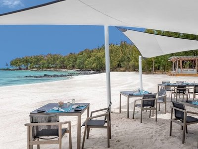 La Plaz Beach Grill