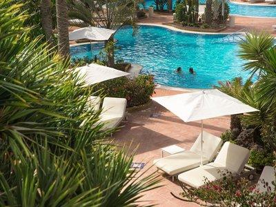 Free form pool (200 m2)