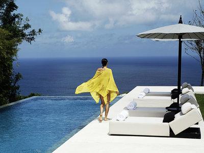 Wohnbeispiel Three Bedroom Cliffside Pool Villa