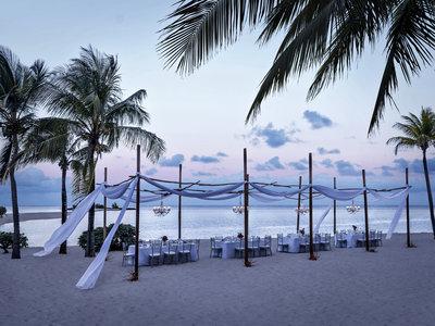 Republik Beach Club & Grill