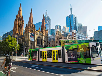 Melbourne, Swanston Street, St. Paul's Cathedral ©Tourism Australia