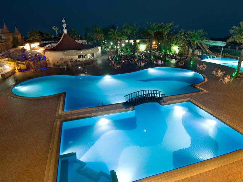 Antalya & Belek, Hotel Aydinbey Famous Resort vom 2016-10-08 bis 2016-10-15, für 399.32,- Euro p.P.